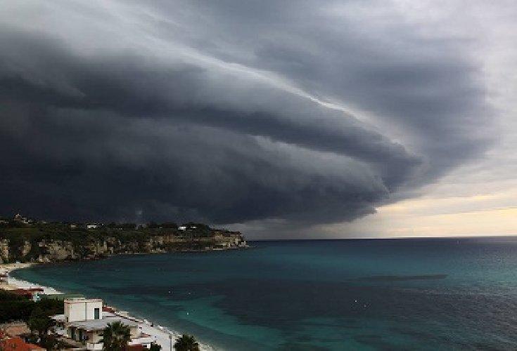 https://www.ragusanews.com//immagini_articoli/01-01-2018/maltempo-penisola-sicilia-arrivo-pioggia-vento-500.jpg