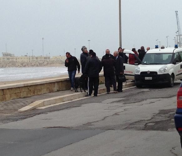 http://www.ragusanews.com//immagini_articoli/01-02-2014/migrante-tenta-suicidio-gettandosi-in-mare-500.jpg