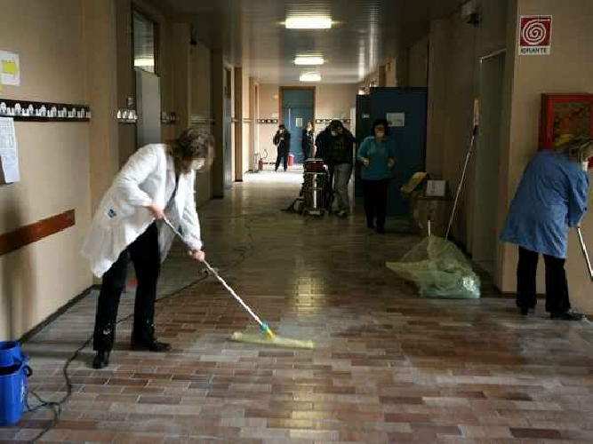 http://www.ragusanews.com//immagini_articoli/01-02-2014/personale-ata-nelle-scuole-a-breve-25-assunzioni-500.jpg