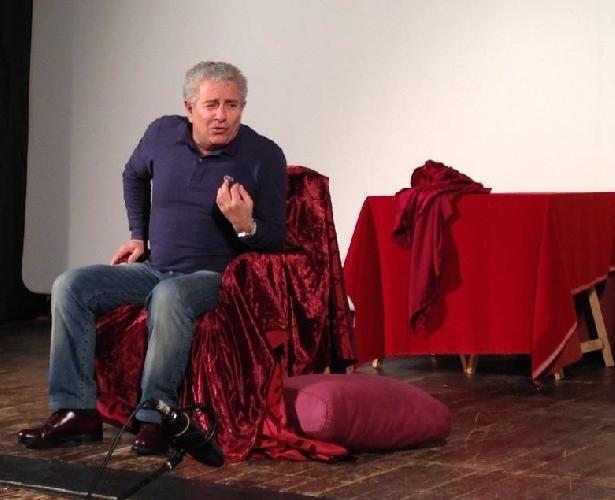 http://www.ragusanews.com//immagini_articoli/01-02-2014/teatro-la-lezione-di-enrico-guarneri-a-ragusa-500.jpg