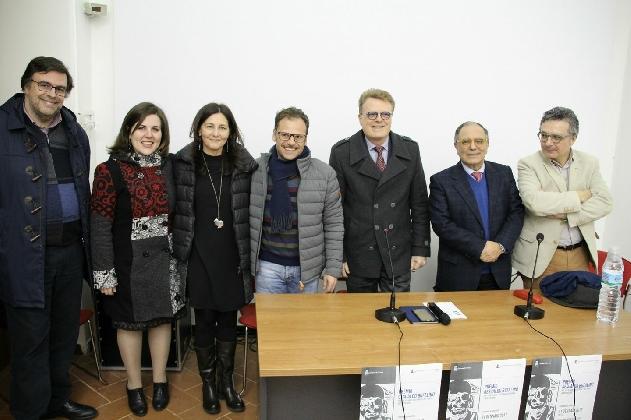 http://www.ragusanews.com//immagini_articoli/01-02-2017/consegnati-premi-laurea-gesualdo-bufalino-420.jpg