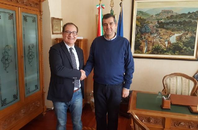 http://www.ragusanews.com//immagini_articoli/01-02-2017/ragusa-insediato-segretario-provincia-420.jpg