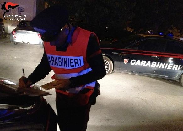 http://www.ragusanews.com//immagini_articoli/01-02-2017/vittoria-arrestati-pregiudicati-investito-carabiniere-420.jpg