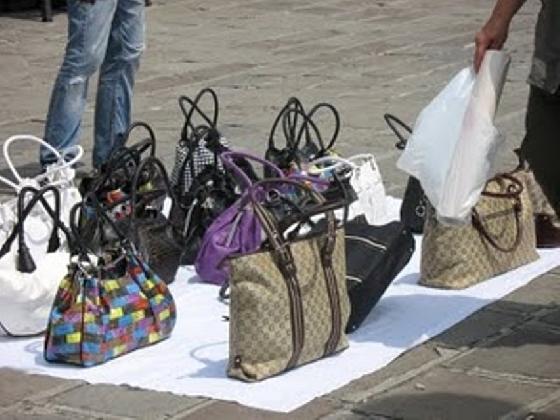 http://www.ragusanews.com//immagini_articoli/01-02-2017/vittoria-vigili-urbani-aggrediti-ambulante-420.jpg