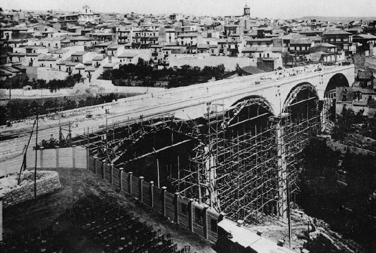 https://www.ragusanews.com//immagini_articoli/01-02-2020/1580588729-ragusa-fascista-una-mostra-foto-3-500.png