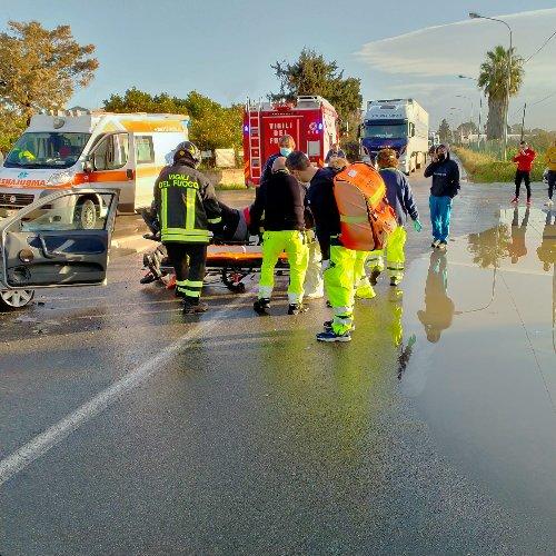 https://www.ragusanews.com//immagini_articoli/01-02-2021/incidente-stradale-vicino-all-eroporto-interrviene-l-elisoccorso-500.jpg