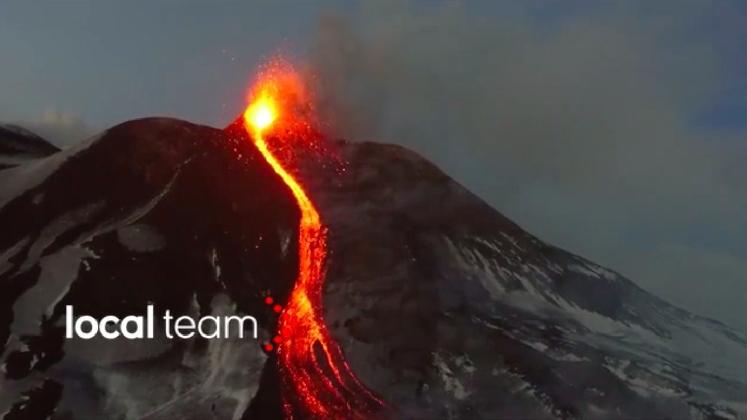 http://www.ragusanews.com//immagini_articoli/01-03-2017/eruzione-drone-svela-etna-cono-vulcanico-video-420.jpg