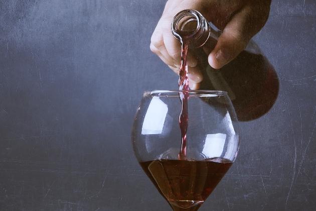 http://www.ragusanews.com//immagini_articoli/01-03-2017/vittoria-corso-pratico-vino-addetti-sala-ristorazione-420.jpg