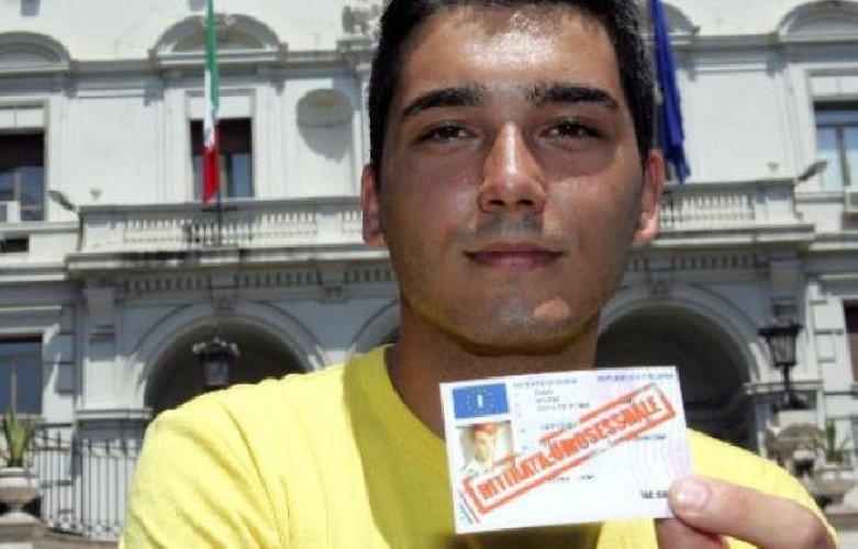 Omofobia: patente sospesa perché omosessuale, ottiene risarcimento