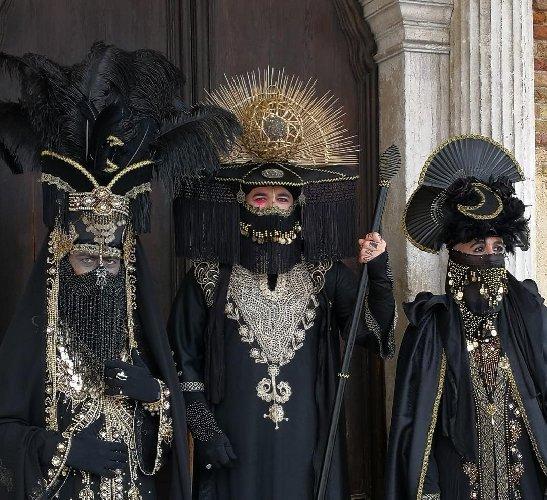 https://www.ragusanews.com//immagini_articoli/01-03-2019/maschera-sciclitana-venezia-emirato-sicilia-500.jpg