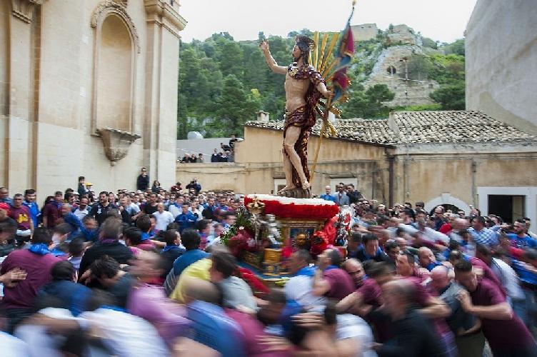 https://www.ragusanews.com//immagini_articoli/01-04-2013/gioia-e-madonna-vasa-vasa-i-due-volti-della-pasqua-500.jpg