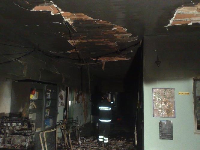https://www.ragusanews.com//immagini_articoli/01-04-2015/incendio-alla-quasimodo-processo-da-rifare-500.jpg