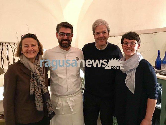 https://www.ragusanews.com//immagini_articoli/01-04-2018/paolo-gentiloni-cena-accursio-modica-500.jpg