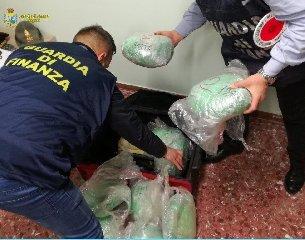 https://www.ragusanews.com//immagini_articoli/01-04-2019/il-serbo-che-portava-dieci-chili-di-droga-a-malta-240.jpg