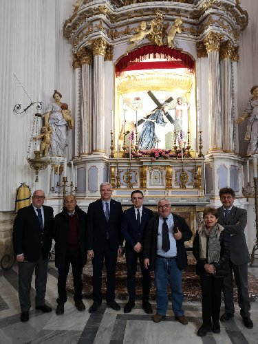 https://www.ragusanews.com//immagini_articoli/01-04-2019/la-basilica-annunziata-di-ispica-prima-e-dopo-il-terremoto-1693-500.jpg