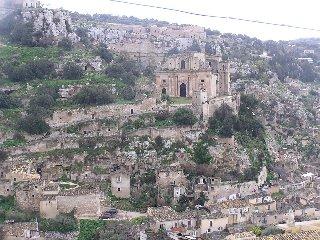 https://www.ragusanews.com//immagini_articoli/01-04-2019/scicli-ebraica-e-la-sua-antica-sinagoga-240.jpg