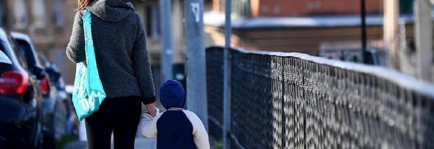 https://www.ragusanews.com//immagini_articoli/01-04-2020/ma-il-decreto-musumeci-impedisce-le-passeggiate-coi-bambini-in-sicilia-500.jpg