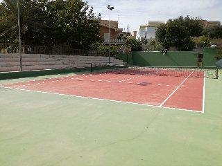http://www.ragusanews.com//immagini_articoli/01-05-2018/campo-tennis-marina-modica-gratis-240.jpg