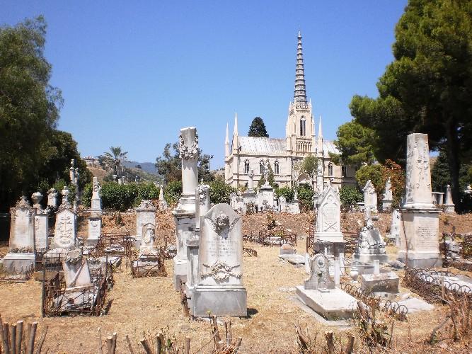 https://www.ragusanews.com//immagini_articoli/01-05-2020/il-4-maggio-riaprono-i-cimiteri-in-sicilia-500.jpg