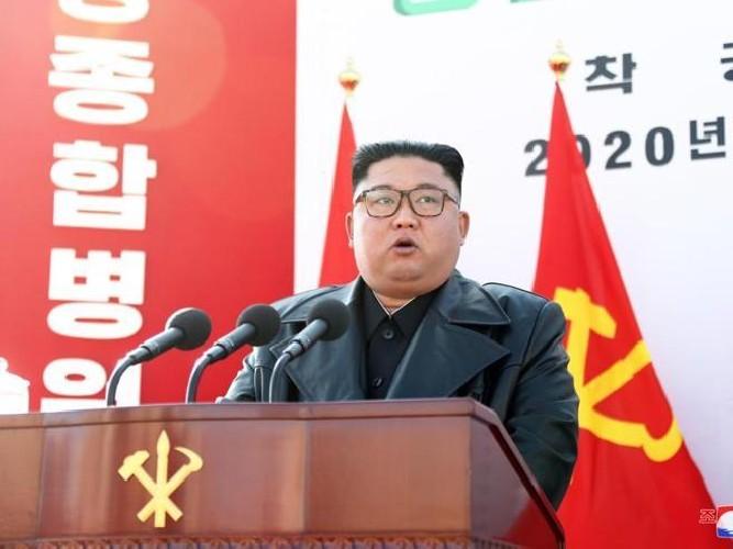 https://www.ragusanews.com//immagini_articoli/01-05-2020/nord-corea-kim-jong-un-e-vivo-e-si-fa-vedere-in-pubblico-500.jpg