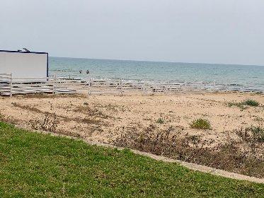 https://www.ragusanews.com//immagini_articoli/01-05-2021/playa-grande-primo-bagno-della-stagione-il-primo-maggio-280.jpg