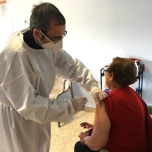 https://www.ragusanews.com//immagini_articoli/01-05-2021/vaccino-100-mila-dosi-somministrate-nel-ragusano-500.jpg