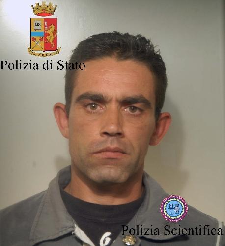http://www.ragusanews.com//immagini_articoli/01-06-2014/detenzione-drsquo;armi-arrestato-salvatore-la-marca-500.jpg