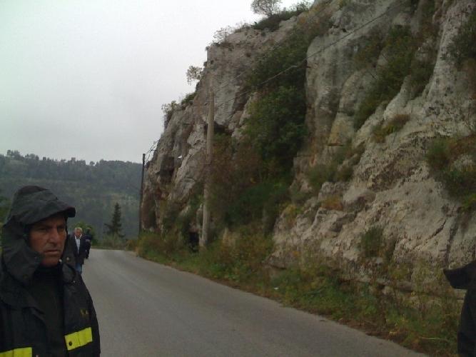 http://www.ragusanews.com//immagini_articoli/01-06-2015/due-scooteristi-feriti-sulla-scicli-fiumelato-500.jpg