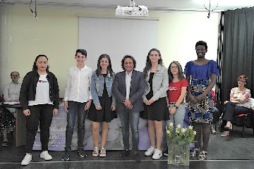 https://www.ragusanews.com//immagini_articoli/01-06-2018/michela-massari-vince-concorso-caro-diario-scrivo-240.jpg