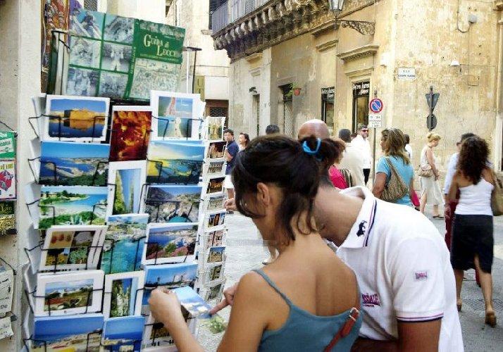 https://www.ragusanews.com//immagini_articoli/01-06-2018/turisti-crescita-sicilia-media-nazionale-500.jpg