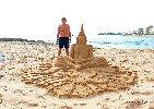 https://www.ragusanews.com//immagini_articoli/01-06-2019/le-sculture-di-sabbia-mare-di-montalbano-foto-100.jpg