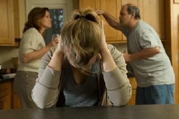https://www.ragusanews.com//immagini_articoli/01-06-2020/botte-tra-madre-padre-figlio-e-genero-240.jpg