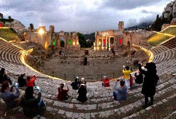 https://www.ragusanews.com//immagini_articoli/01-06-2020/riparte-il-turismo-in-sicilia-240.jpg