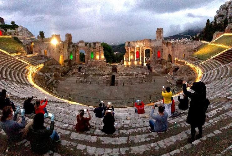 https://www.ragusanews.com//immagini_articoli/01-06-2020/riparte-il-turismo-in-sicilia-500.jpg