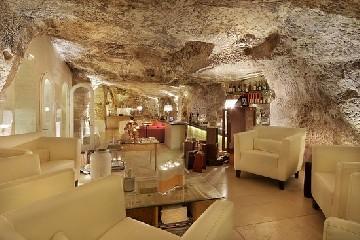 https://www.ragusanews.com//immagini_articoli/01-06-2020/ristorazione-riapre-la-locanda-don-serafino-a-ragusa-240.jpg