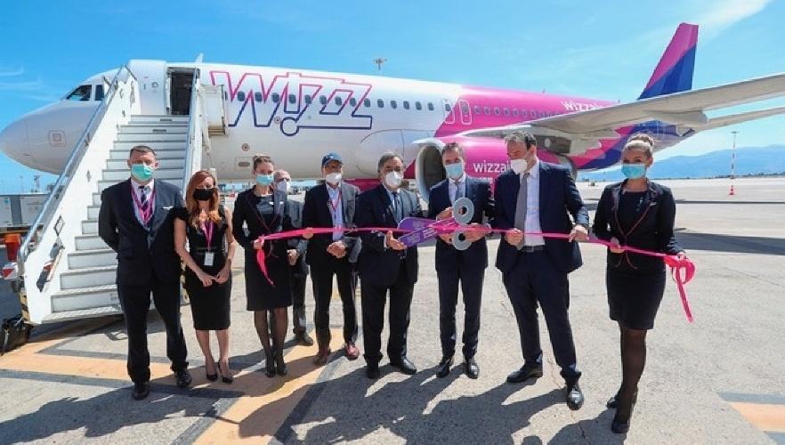 https://www.ragusanews.com//immagini_articoli/01-06-2021/voli-low-cost-wizz-air-punta-in-sicilia-prezzi-a-10-euro-80-posti-aperti-500.jpg