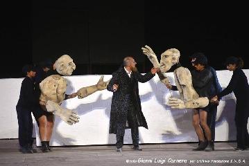 https://www.ragusanews.com//immagini_articoli/01-07-2017/1498944684-commuovono-ficarra-picone-rane-spettacolo-potente-1-240.jpg