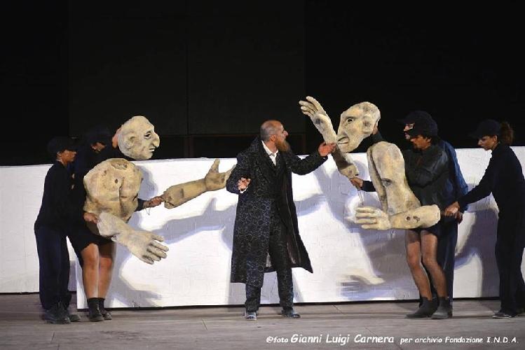 https://www.ragusanews.com//immagini_articoli/01-07-2017/1498944684-commuovono-ficarra-picone-rane-spettacolo-potente-1-500.jpg