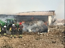 http://www.ragusanews.com//immagini_articoli/01-07-2017/iblei-assediati-incendi-100.jpg