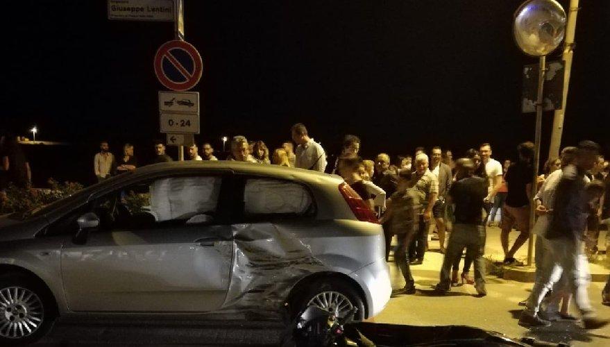 https://www.ragusanews.com//immagini_articoli/01-07-2018/incidente-notte-donnalucata-500.jpg
