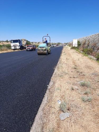 https://www.ragusanews.com//immagini_articoli/01-07-2020/si-asfalta-la-s-p-25-ragusa-mare-500.jpg
