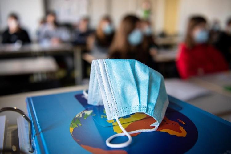 https://www.ragusanews.com//immagini_articoli/01-07-2021/scuola-rientro-in-classe-il-16-settembre-il-calendario-siciliano-500.jpg