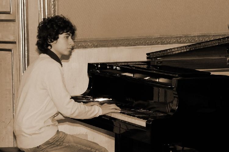 https://www.ragusanews.com//immagini_articoli/01-08-2013/giuseppe-blanco-pianista-jazz-da-scicli-a-berklee-500.jpg