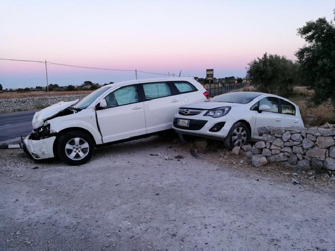 http://www.ragusanews.com//immagini_articoli/01-08-2017/incidente-modicaispica-ferite-donne-500.jpg