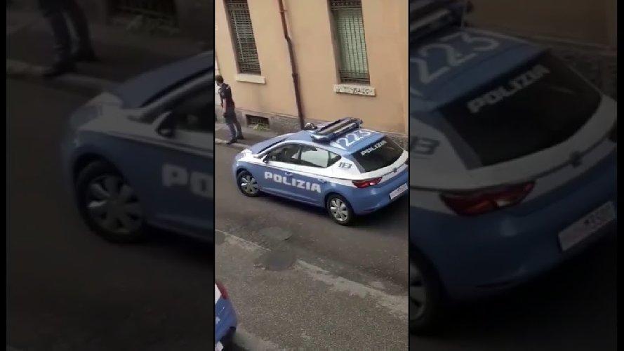 https://www.ragusanews.com//immagini_articoli/01-08-2019/comiso-aggredisce-i-poliziotti-arrestato-24enne-500.jpg
