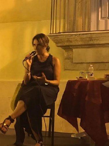 https://www.ragusanews.com//immagini_articoli/01-08-2019/cristina-cassar-scalia-a-marina-di-ragusa-500.jpg