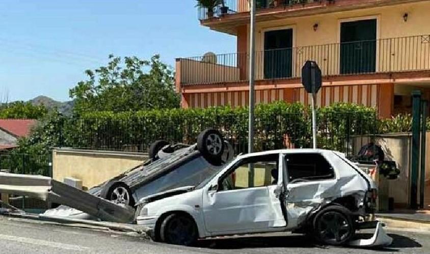 https://www.ragusanews.com//immagini_articoli/01-08-2020/sicilia-sbatte-con-la-propria-auto-contro-un-auto-in-sosta-muore-20enne-500.jpg