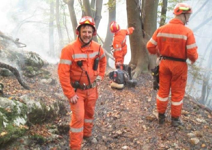 https://www.ragusanews.com//immagini_articoli/01-08-2021/30-squadre-di-volontari-antincendio-dal-nord-italia-per-salvare-la-sicilia-500.jpg