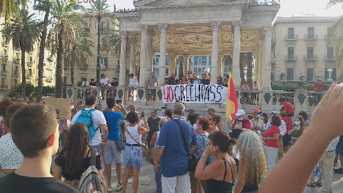 https://www.ragusanews.com//immagini_articoli/01-08-2021/cento-no-vax-protestano-a-palermo-assembrati-280.jpg