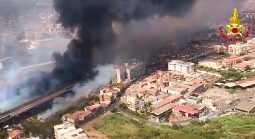https://www.ragusanews.com//immagini_articoli/01-08-2021/incendi-a-catania-sindaco-un-disastro-280.jpg